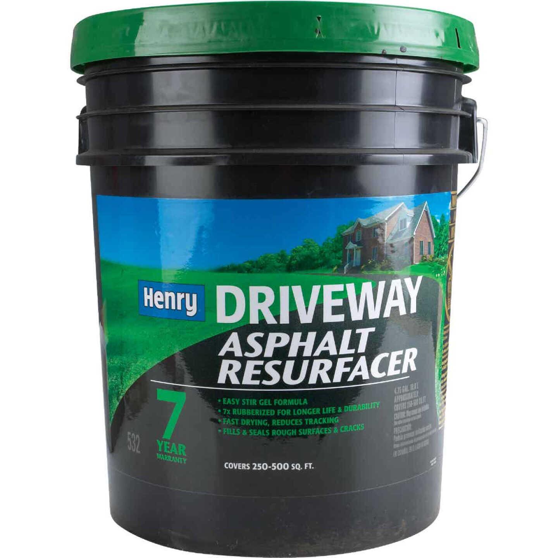 Henry 4.75 Gal. Blacktop Driveway Resurfacer Image 2